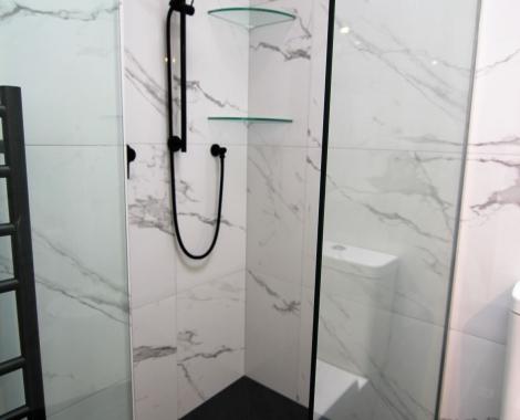 Black-white-shower